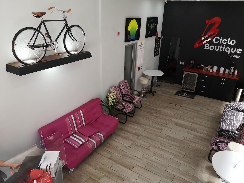 Cafetería y sala de espera en Ciclo Boutique.