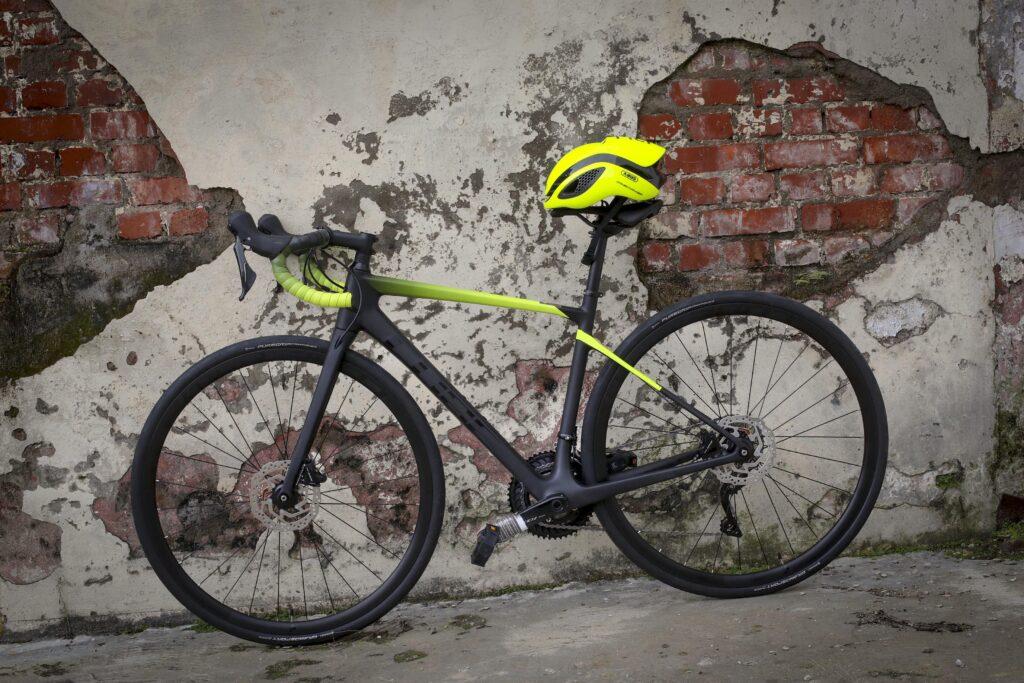 Bicicleta de ruta marca Cube