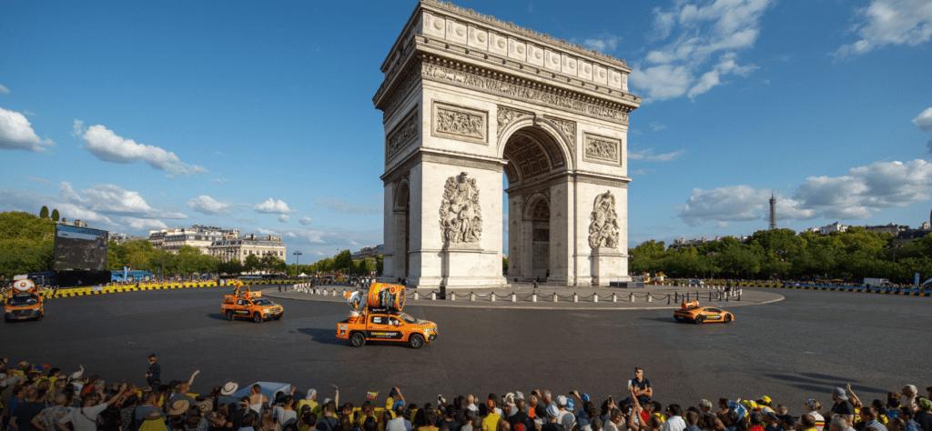 NamedSport patrocina grandes vueltas ciclísticas de Europa. En la foto, el Arco del Triunfo en París.
